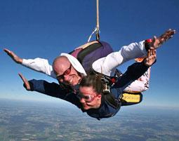 Fallschirmspringen als originelles Geschenk zu Weihnachten
